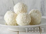 Рецепта Домашни бонбони (топчета) Рафаело с грис, бадеми и кокос